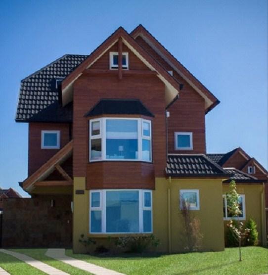 Fachada de casa de 3 pisos y 5 dormitorios
