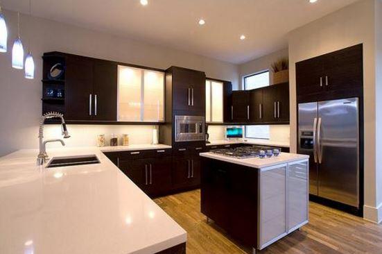 Fotos de cocinas modernas abiertas con encimeras blancas