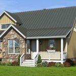 Casa de madera con detalles en piedra