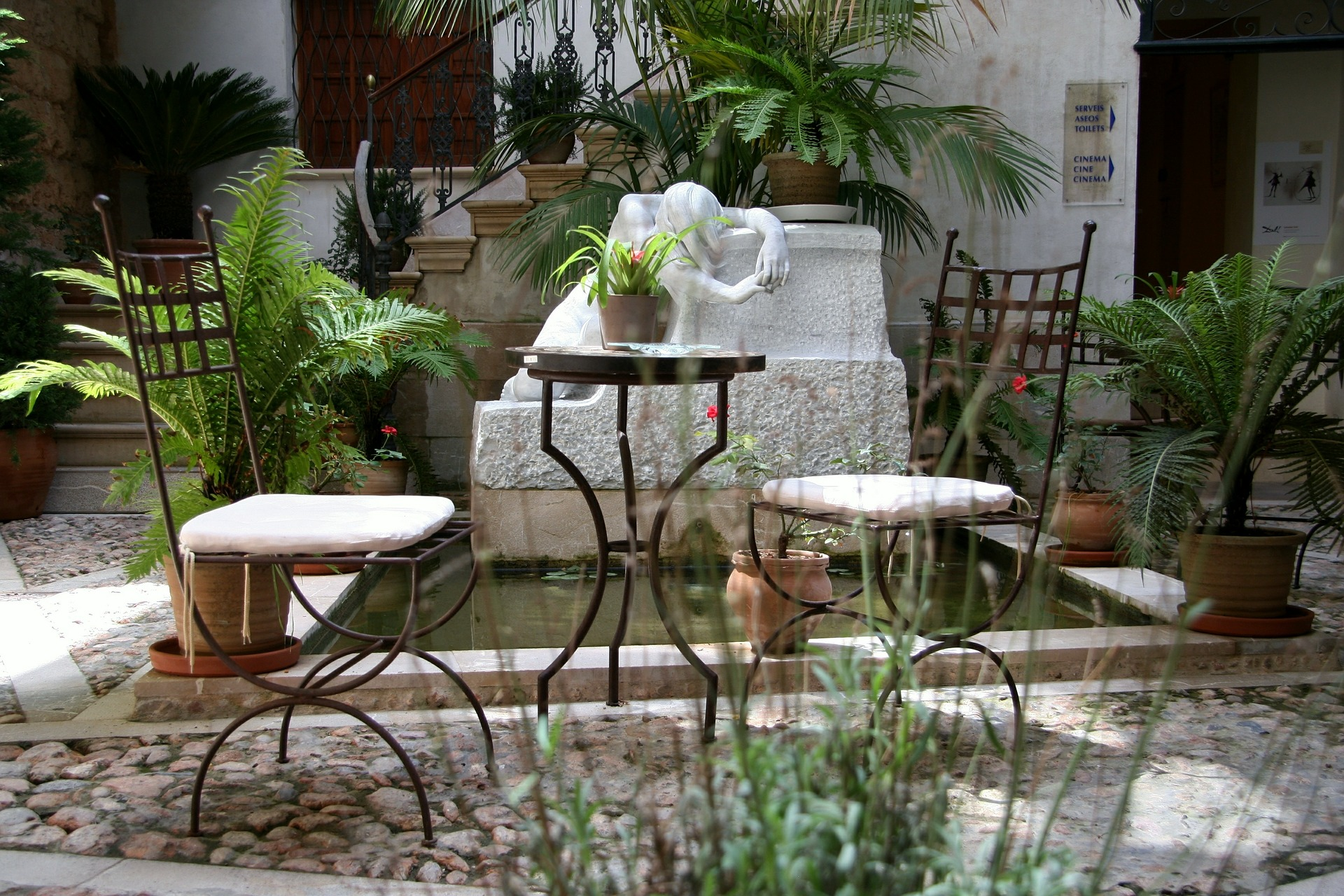 Patios de casas peque as for Casa y jardin tienda decoracion