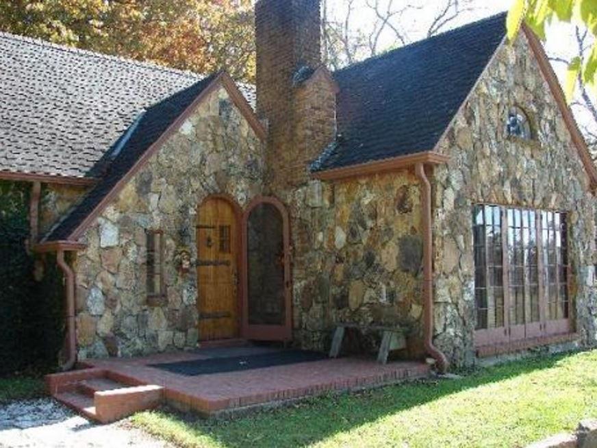 Casas de piedra altas