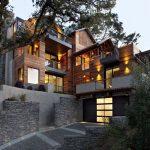 Casa de 4 pisos con garaje lateral
