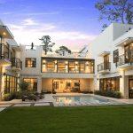 Casa de lujo con piscina en el centro