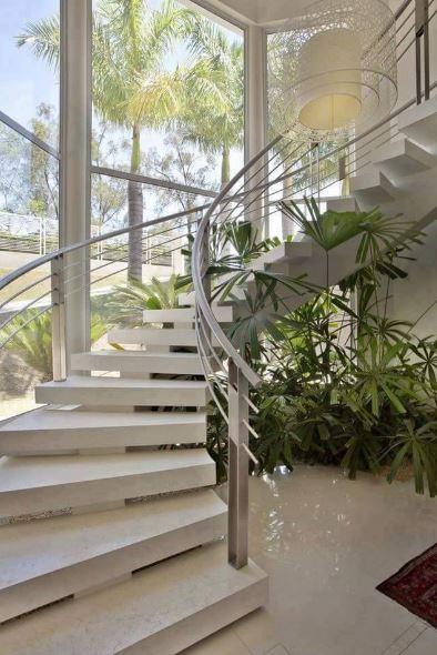 10 jardines debajo de escaleras for Jardin interior bajo escalera