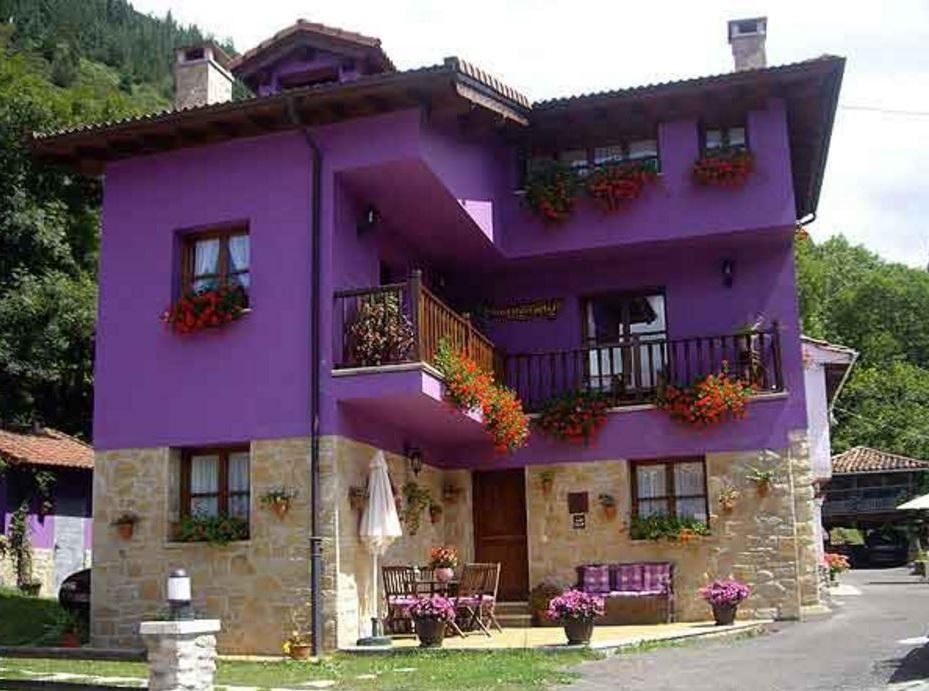 Fotos de fachadas de casas coloridas for Colores de frentes de casas
