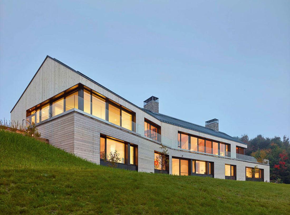 Plano de casa confortable para terreno en desnivel - Casa con terreno ...