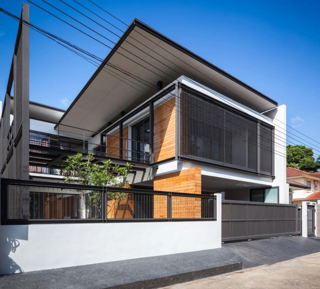 Fachada de casa con rejas