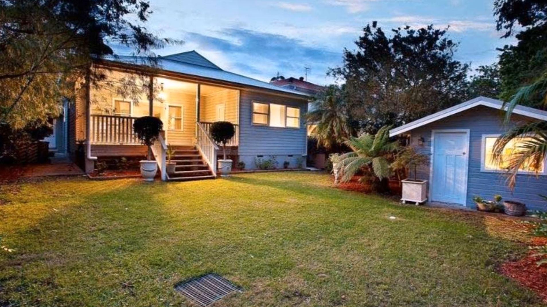 Contrafrente y jard n de casa bonita y sencilla for Casa hogar jardin