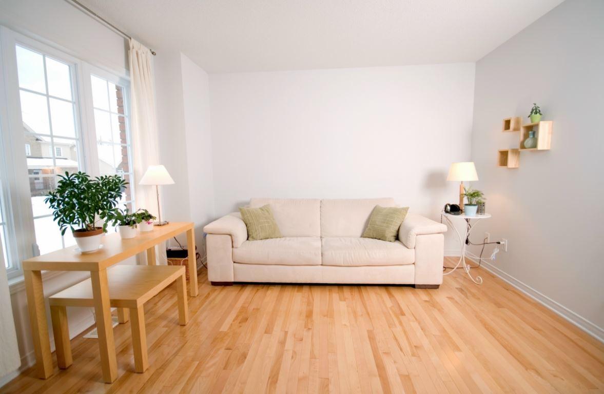 colores para salas con pisos de madera